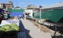 Вольский рынок от площади до конечной станции. А воз и ныне там