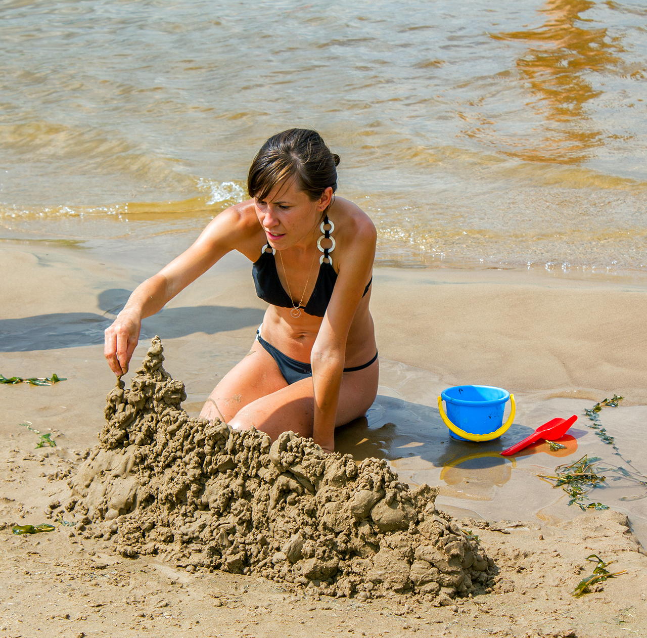 Девушки на пляже волги фото